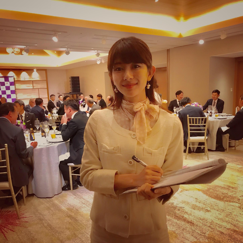 沖縄のモデル、大城優紀がホテル ハレクラニで美容メーカーの司会